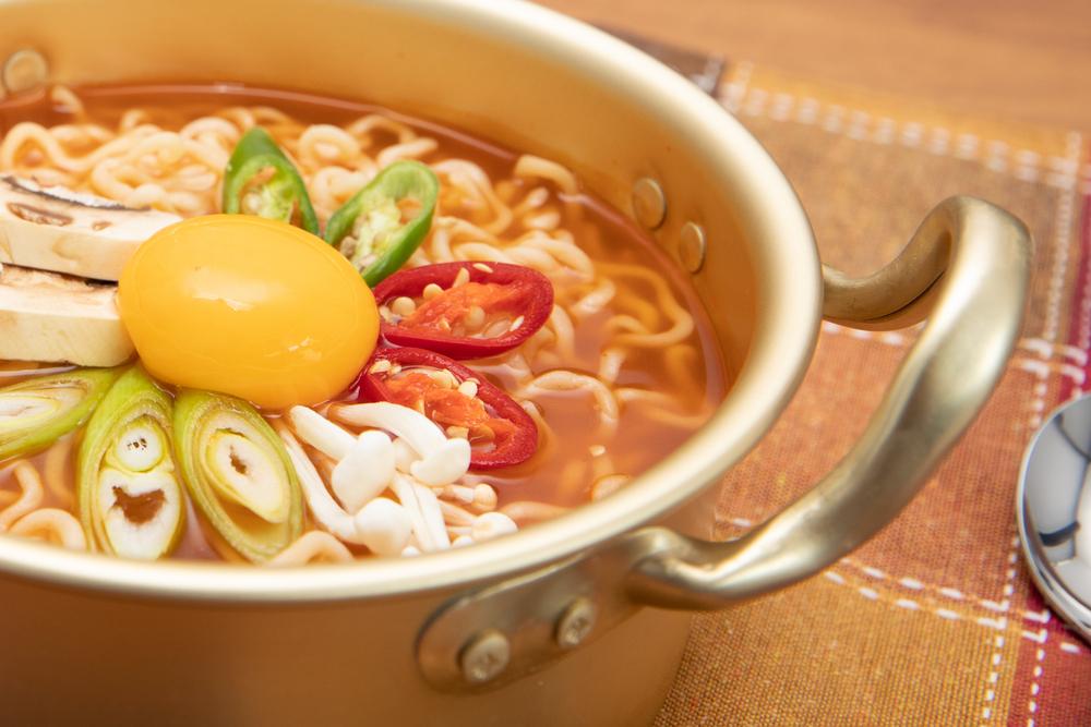 日本でも手軽に韓国ラーメンを楽しむことができる農心